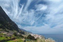 Bergachtige kust Royalty-vrije Stock Foto's