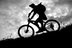 Bergaf fietser Stock Fotografie
