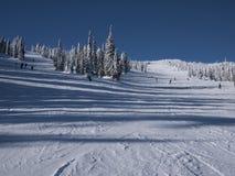 Bergaf het ski?en Stock Afbeeldingen