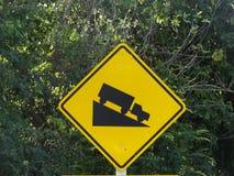 Bergaf verkeersteken Stock Afbeelding