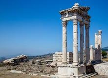 BERGAMA, Турция - 26-ое мая 2015: Музей Пергама губит Турцию стоковая фотография rf