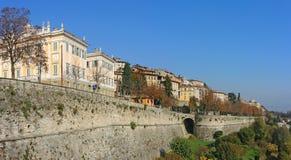Bergame, Italie, la vieille ville Un de la belle ville en Italie Les vieux et historiques bâtiments à la ville supérieure Image stock