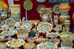 BERGAME, ITALY/EUROPE - 11 OCTOBRE : La Chine à vendre sur un marché images libres de droits