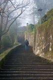 Bergame - montée à la ville supérieure en hiver Images stock