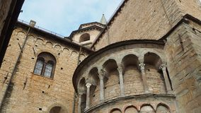 Bergame - vieille ville Un de la belle ville en Italie Lombardia Détails architecturaux de la cathédrale banque de vidéos