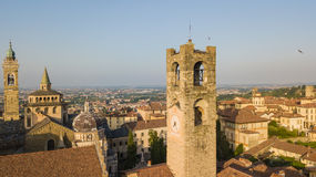 Bergamo, alte Stadt, Brummenvogelperspektive der Basilika von Santa Maria Maggiore Stockfotos