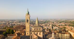 Bergamo, alte Stadt, Brummenvogelperspektive der Basilika von Santa Maria Maggiore Lizenzfreies Stockfoto