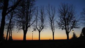 Bergamo, alte Stadt Italien Brennender Sonnenuntergang während der Herbstsaison an alter Tür Heilig-Giacomo Lizenzfreie Stockfotos