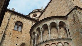Bergamo - cidade velha Uma da cidade bonita em Itália Lombardia Detalhes arquitetónicos da catedral vídeos de arquivo