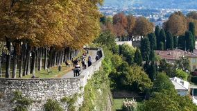 Bergamo Citta Alta Un punto nel passato stock footage