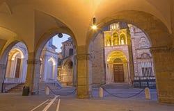 Bergamo- - Colleoni-Kapelle durch Kathedrale Santa Maria Maggiore in der oberen Stadt an der Dämmerung Lizenzfreie Stockfotografie