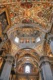 Bergamo, Itália - 18 de agosto de 2017: Di Santa Maria Maggiore da basílica do ` s de Bergamo, interior ornamentado do ouro fotos de stock