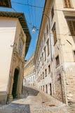 Bergamo, Itália - 18 de agosto de 2017: Ruas quietas e estreitas da cidade velha de Bergamo Imagens de Stock Royalty Free