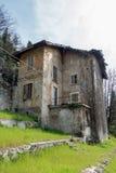 BERGAMO, ITÁLIA - 25 DE MARÇO: Construção abandonada em Bergamo em Ital Fotografia de Stock Royalty Free