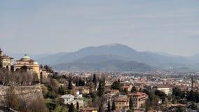 BERGAMO, ITÁLIA - 25 DE MARÇO: Vista de Bergamo de Citta Alta Berg Imagem de Stock Royalty Free