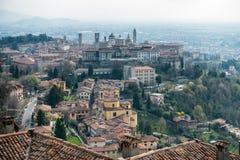 BERGAMO, ITÁLIA - 25 DE MARÇO: Vista de Bergamo de Citta Alta em B Foto de Stock