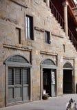 Bergamo, 4,2014 Italië-Oktober: Straat in historisch centrum met oude gebouwen in Citta ALta van Bergamo, Italië Stock Foto