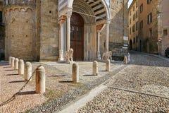 Bergamo, Italia - 18 agosto 2017: facciata della basilica di Santa Maria con un portico lussuoso Immagini Stock