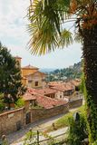 Bergamo, Italia - 18 agosto 2017: Vista panoramica della città di Bergamo dalle pareti del castello Fotografie Stock