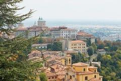 Bergamo, Italia - 18 agosto 2017: Vista panoramica della città di Bergamo dalle pareti del castello Fotografia Stock Libera da Diritti