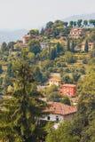 Bergamo, Italia - 18 agosto 2017: Vista panoramica della città di Bergamo dalle pareti del castello Immagini Stock
