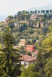 Bergamo, Italia - 18 agosto 2017: Vista panoramica della città di Bergamo dalle pareti del castello Fotografie Stock Libere da Diritti