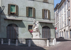 Bergamo, Italia, la vecchia città La fontana del delfino in via di Pignolo Immagini Stock