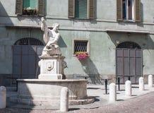 Bergamo, Italia, la vecchia città La fontana del delfino in via di Pignolo Fotografia Stock