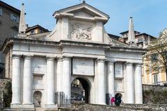 BERGAMO, ITALIA - 25 MARZO: Arco dell'entrata a Citta Alta Bergamo Immagine Stock Libera da Diritti