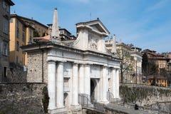 BERGAMO, ITALIA - 25 MARZO: Arco dell'entrata a Citta Alta Bergamo Fotografia Stock Libera da Diritti