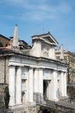 BERGAMO, ITALIA - 25 MARZO: Arco dell'entrata a Citta Alta Bergamo Immagini Stock