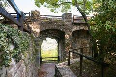 Bergamo, Italien - 18. August 2017: Das Schloss von La Rocca Bergamo ist im oberen Stadtteil auf dem Hügel des Heiligen Eup Lizenzfreie Stockfotos