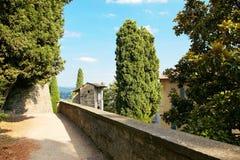 Bergamo, Italien - 18. August 2017: Das Schloss von La Rocca Bergamo ist im oberen Stadtteil auf dem Hügel des Heiligen Eup Stockfotos
