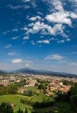 Bergamo, Italien - 18. August 2017: Panoramablick der Stadt von Bergamo von den Schlosswänden Lizenzfreies Stockbild