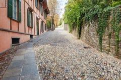 Bergamo, Italien - 18. August 2017: Ruhige und schmale Straßen der alten Stadt von Bergamo Stockfotografie