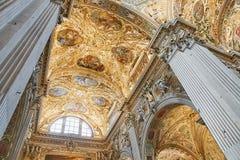Bergamo Italien - Augusti 18, 2017: Di Santa Maria Maggiore, utsmyckad guld- inre för basilika för Bergamo ` s arkivbild