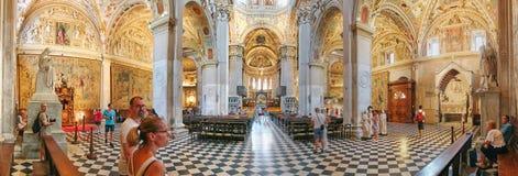 Bergamo Italien - Augusti 18, 2017: Di Santa Maria Maggiore, utsmyckad guld- inre för basilika för Bergamo ` s arkivbilder