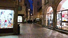 Bergamo Italien, Januari 25, 2019 - sikter av gatorna av den gamla staden Citta Alta, Bergamo, video för längd i fot räknat 4k stock video
