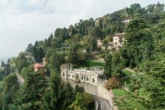 BERGAMO ITALY/EUROPE - OKTOBER 10: Sikten från San Vigilio i är Arkivbilder