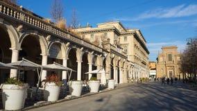 bergamo italy Sikten av centret längs den mest berömda fot- vägen kallade Il Sentierone Arkivbild