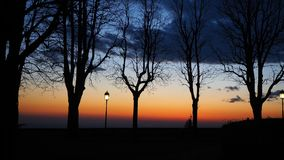Bergamo, la vecchia città Le vecchie pareti L'Italia Siluetta del palo leggero durante il tramonto Fotografie Stock