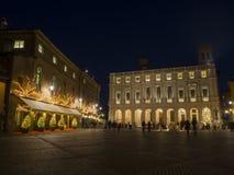 Bergamo - la vecchia città, paesaggio sul vecchio quadrato principale chiamato Piazza Vecchia, la biblioteca pubblica ha chiamato Immagini Stock Libere da Diritti