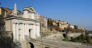 Bergamo, la vecchia città Uno di bella città in Italia Lombardia Abbellisca sul vecchio portone nominato Porta San Giacomo e hist Fotografia Stock