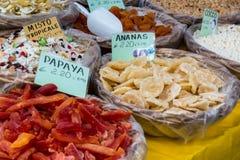 BERGAMO, LOMBARDY/ITALY - CZERWIEC 25: Candied owoc dla sprzedaży w Ci Obrazy Stock