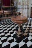 BERGAMO, LOMBARDY/ITALY - 25 GIUGNO: Fonte nella cattedrale della st Fotografie Stock