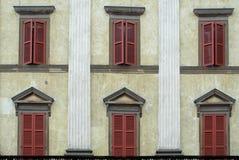 BERGAMO, LOMBARDY/ITALY - 26 GIUGNO: Vista di una costruzione nella piazza Fotografie Stock Libere da Diritti