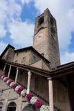 BERGAMO, LOMBARDY/ITALY - 25 JUNI: Burgertoren Grote Campanone - Stock Afbeelding