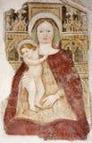 Bergamo - Mary santamente com a criança da fachada do bianco do pozzo do al de Michele da igreja. Imagens de Stock Royalty Free