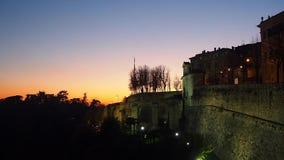 Bergamo, Oude stad Italië Vurige zonsondergang van de Venetiaanse muren stock video