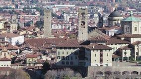 Bergamo Uma da cidade bonita em It?lia Ajardine na cidade velha do monte de Vigilio de Saint vídeos de arquivo